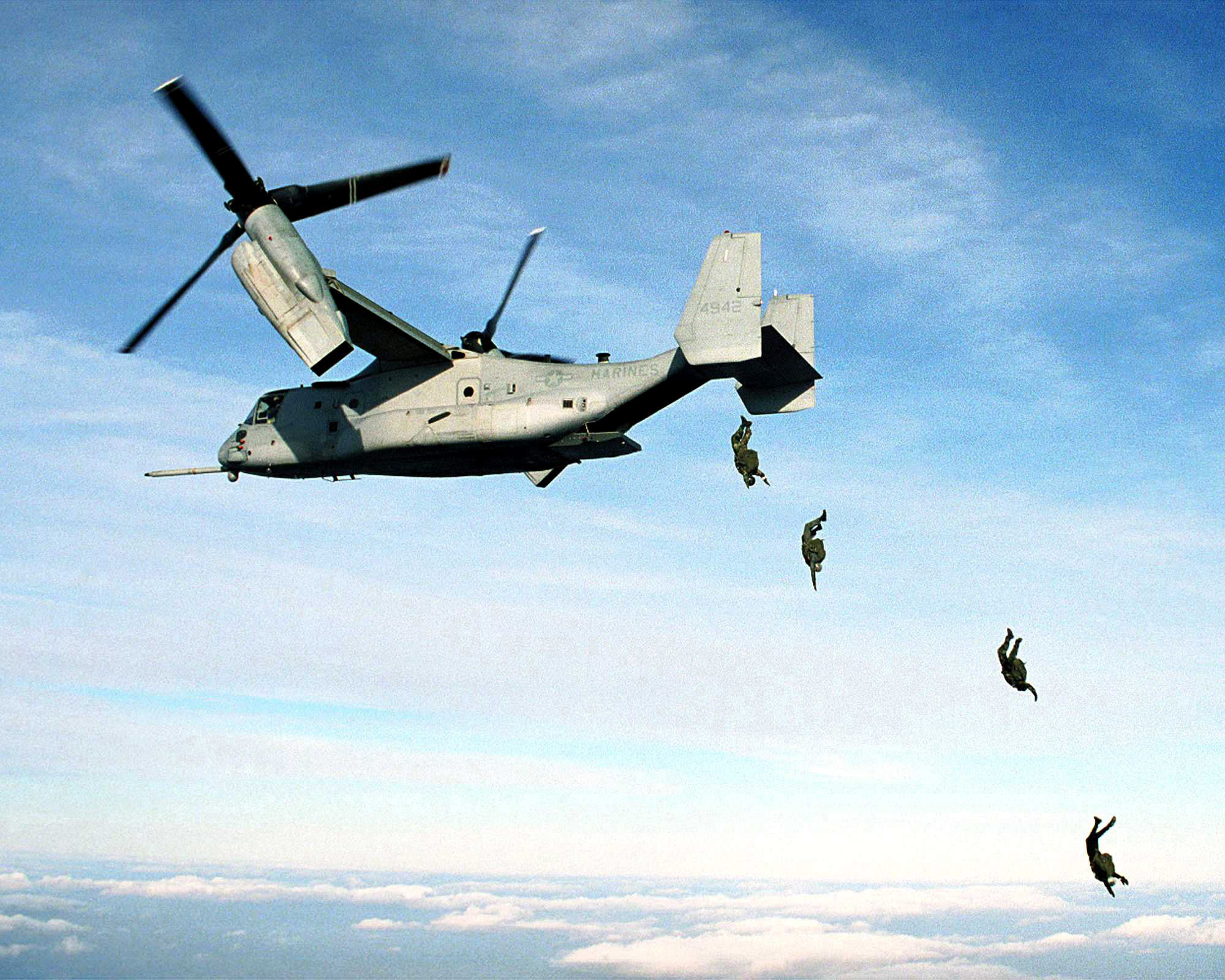2015 Weapons And Warfare Page 326 V 22 Osprey Engine Diagram 000100 M 0000p 001 Us Marine Corps Parachutists Free Fall From An Mv