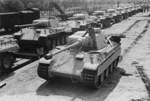 Zentralbild, II. Weltkrieg 19139-45 Der von der faschistischen deutschen Wehrmacht während des Krieges entwickelte neue Panzerkampfwagen Typ
