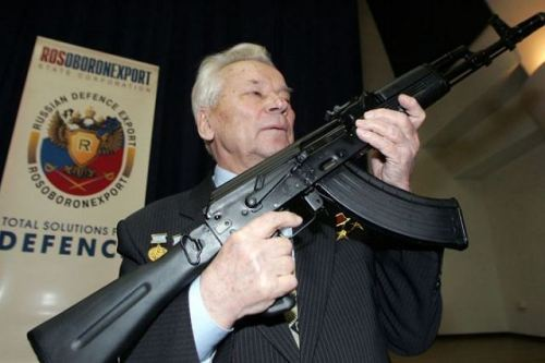 Designer_Mikhail_Kalashnikov_poses_with_its_AK-74_assaul_rifle_640_001