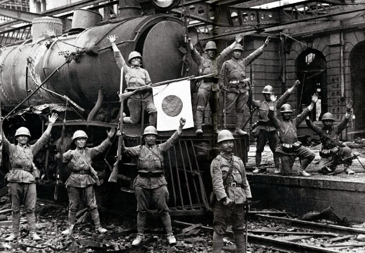 japanese-troopstrain-engine_hankow-1938.jpg