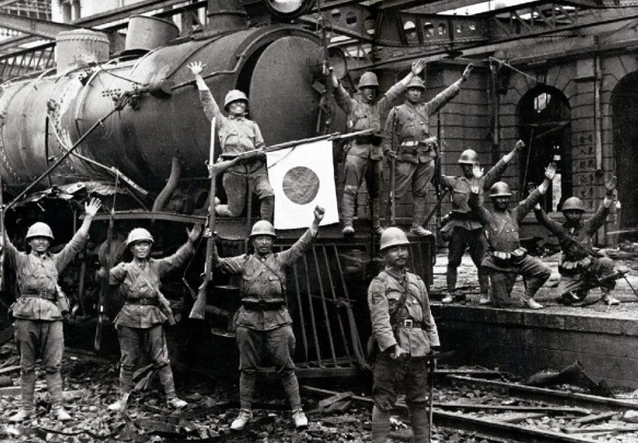 Japanese-troops+train-engine_Hankow-1938