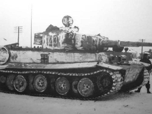 Tiger_tank_number_123_winter_camo