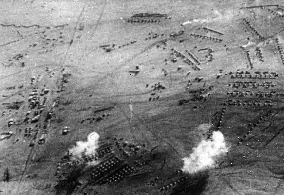 1200px-Bombardement_Tschaukaib_1914