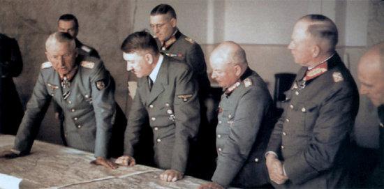 Wolfsschanze - 15th of September 1943. Manstein was accompanied by his Chief of Staff Generalleutnant Busse. Also present - Generalfeldmarschall von Kleist, Generaloberst Zeitzler, Generaloberst Ruoff and General der Panzertruppe Kempf.