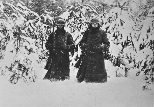 Soldiers_on_guard_in_December_1941_to_the_west_of_Moscow