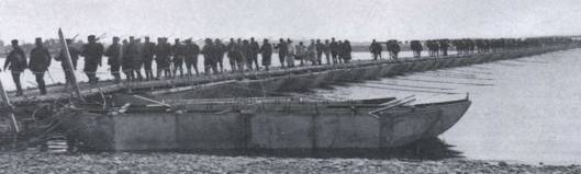 Japanese_Troops_Crossing_the_Yalu_River