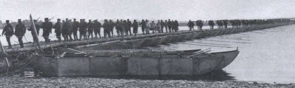 Japanese_Troops_Crossing_the_Yalu_River