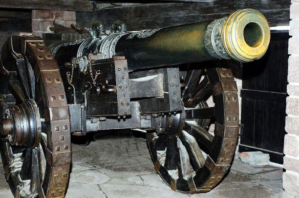 1024px-Cannon,_Château_du_Haut-Koenigsbourg,_France