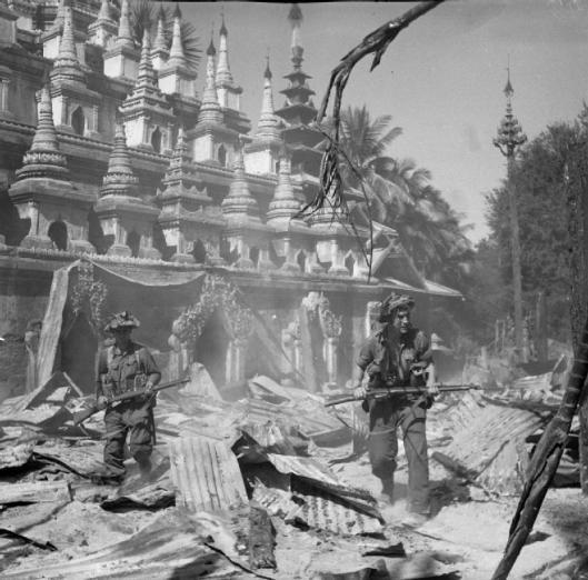 British_soldiers_patrol_Burmese_town_Bahe