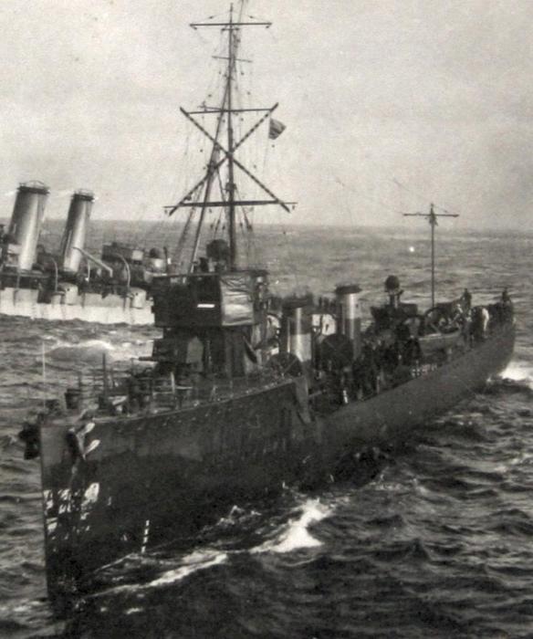 HMS_FURY_(1911)_attending_Audacious