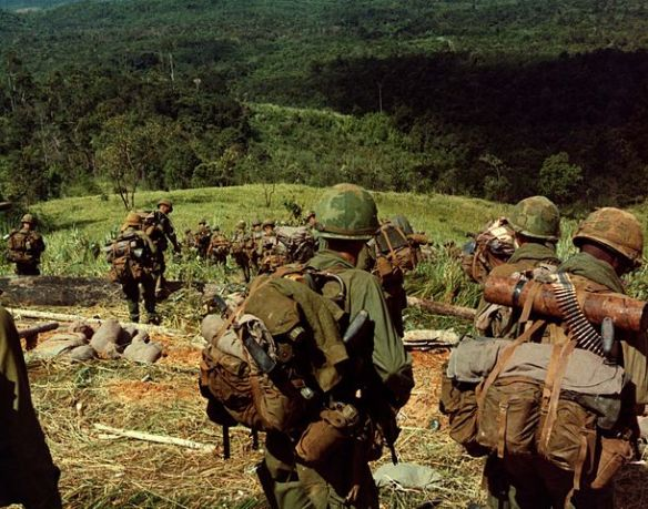 610px-8th_Infantry_Rgt._descending_Hill_742_during_Operation_MacArthur_1967-11