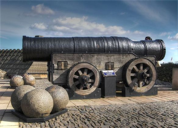 800px-Mons_Meg,_Medieval_Bombard,_Edinburgh,_Scotland._Pic_01