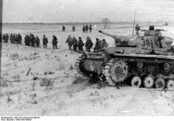 Russland, Grenadiere der Waffen-SS beim Vorgehen