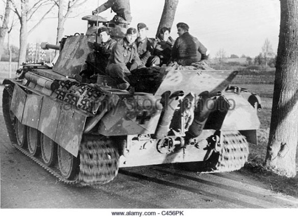 german-panzer-v-panther-in-east-prussia-1944-c456pk