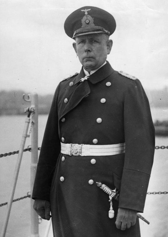 """Indienststellung des Panzerschiffs """"Admiral Scheer"""" in Wilhelmshaven. Der Kommandant des Schiffes Kpt.z.See [Wilhelm] Marschall."""