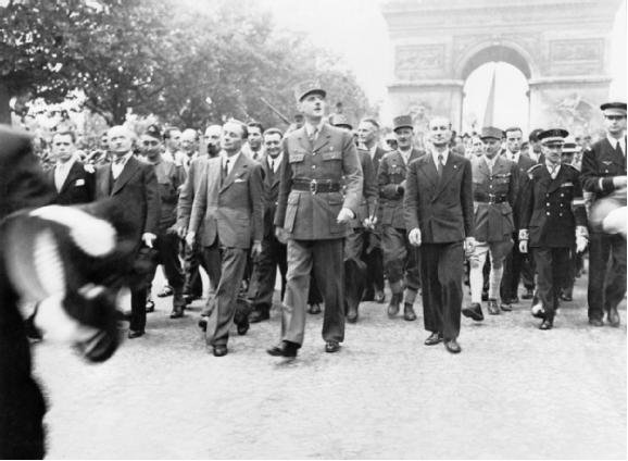 general_charles_de_gaulle_and_his_entourage_set_off_from_the_arc_de_triumphe_down_the_champs_elysees