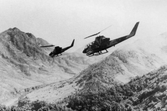 us_army_ah-1g_hueycobras_over_laos_1971