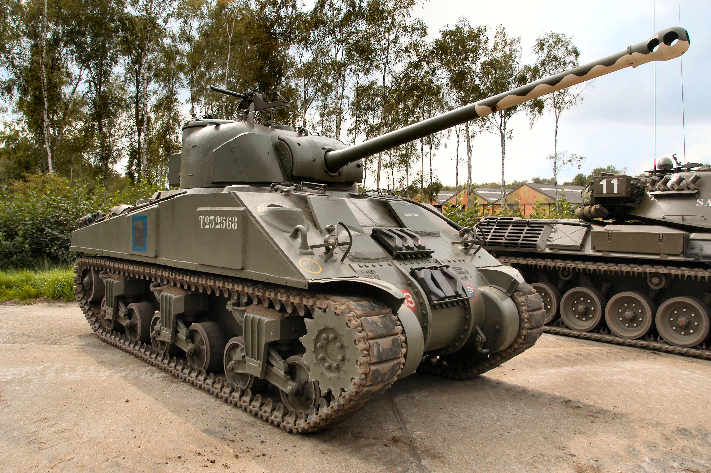 Sherman Firefly   Weapons and Warfare